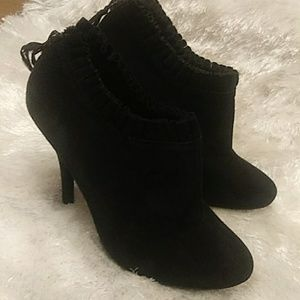 Aldo size 39 black booties